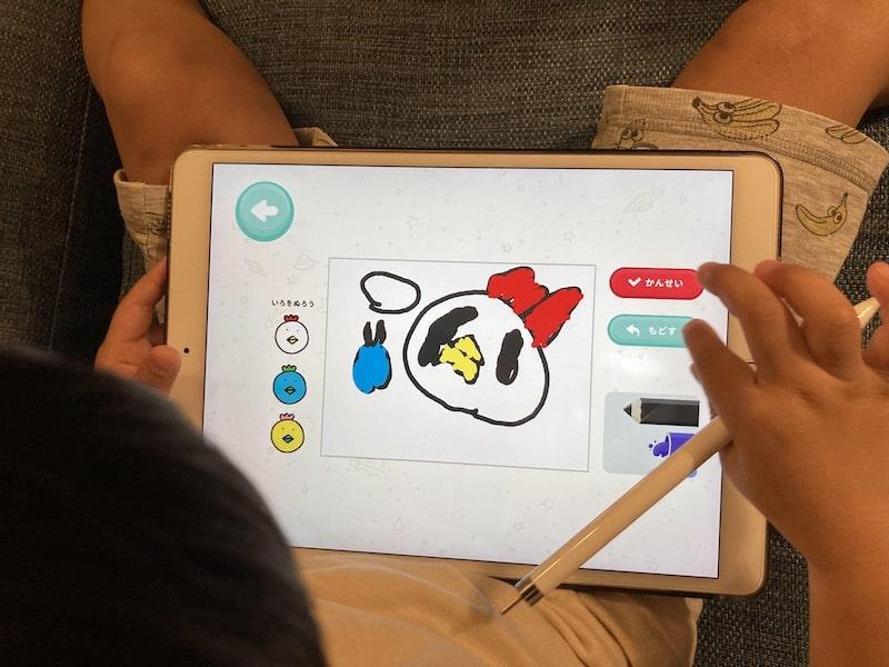 お絵かきアプリでお題に沿った絵を描く次女